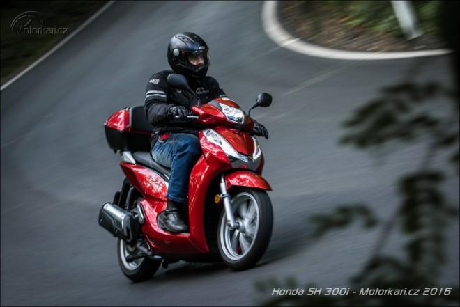 Honda SH300i: pøímìstský rychlík na velkých kolech