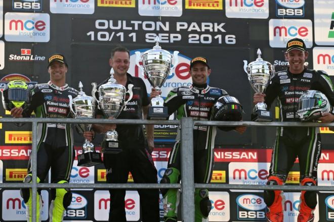 První závod v Oulton Parku ovládli jezdci JG Speedfit Kawasaki