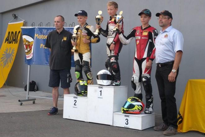 V devátém podniku ADAC MiniGP vyhrál Honzák všechny tøi závody
