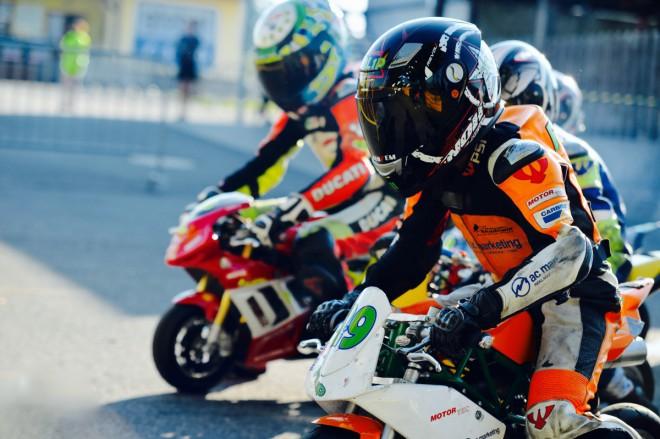 Mini Racing - Fin�le sezony je o v�kendu v�P�sku