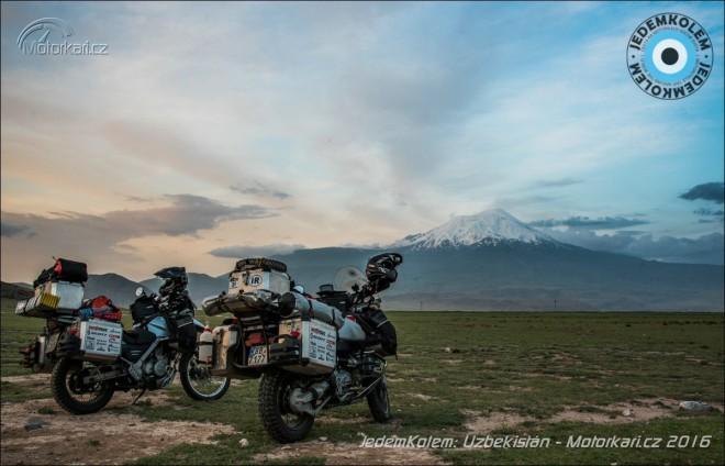 JedemKolem: Cesta do Uzbekist�nu, nepl�novan� p�es �zerb�jd��n