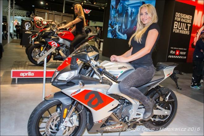 Intermot Aprilia a Moto Guzzi: Nové Tuono 125, zmìny u ètyøválcù a karbonové Audace