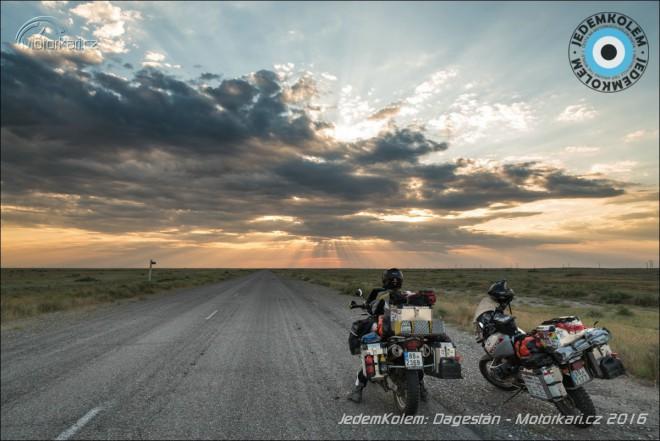 JedemKolem: Dagestánem a nekoneèným Kazachstánem do Uzbekistánu