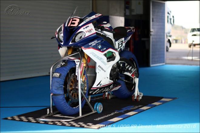 Testujeme závodní BMW S 1000 RR na okruhu v Jerezu