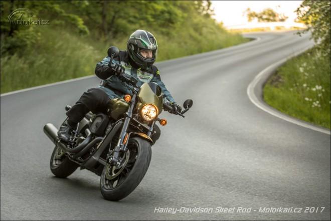 Harley-Davidson Street Rod: Jen do mìsta?