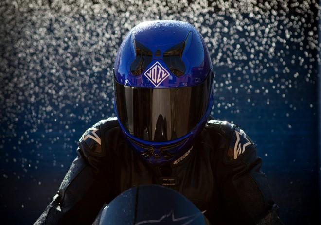 Dvoudílné pøilby od Vozz Helmets nepotøebují pásek pod krk