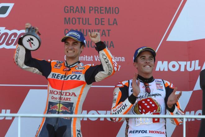 GP Valencie – Závod vyhrál Pedrosa, titul má Márquez