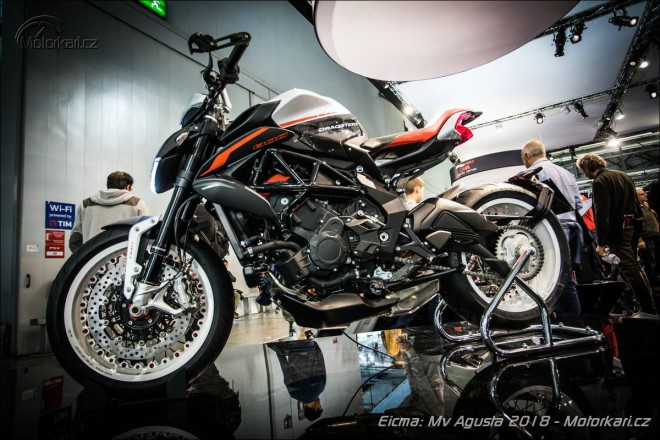 MV Agusta bodovala inovovaným Dragsterem RR a superbikem od Lewise Hamiltona