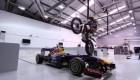 Dougie Lampkin øádí na motorce v øeditelství Red Bullu