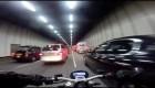 jízda mezi auty