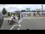 Prùjezd mýtnou branou na motorce v Japonsku